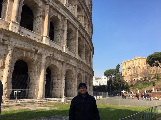 visiting the colosseum do you need a guide